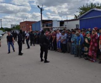 На Центральном рынке Тольятти поймали 21 нелегала