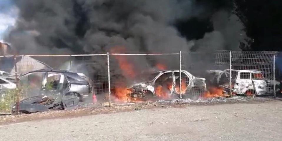 В Тольятти неизвестные подожгли стоянку автомобилей