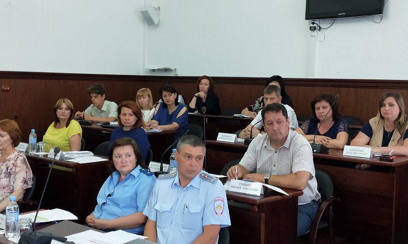 За неделю 100 тольяттинских водителей получили штрафы за парковку на газонах