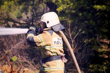Две сотни человек тушили сильный пожар рядом с «Грушей»