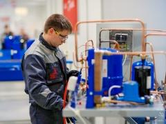Тольяттинским предприятиям нужны рабочие