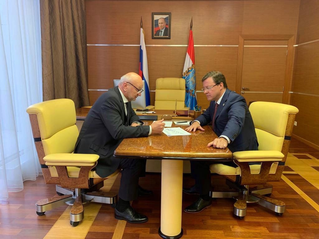 Губернатор Дмитрий Азаров провел встречу с президентом группы компаний «АКОМ» Николаем Игнатьевым
