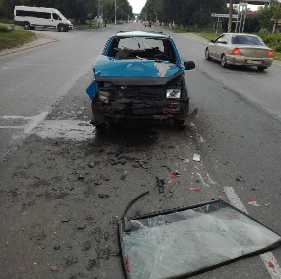 В Тольятти водитель попал в больницу после жесткого столкновения автомобилей