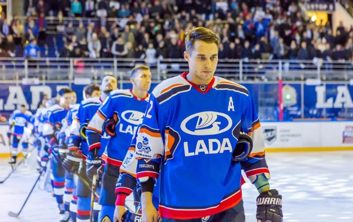 Хоккейная «Лада» назвала состав на новый сезон и отправила игрока в сборную
