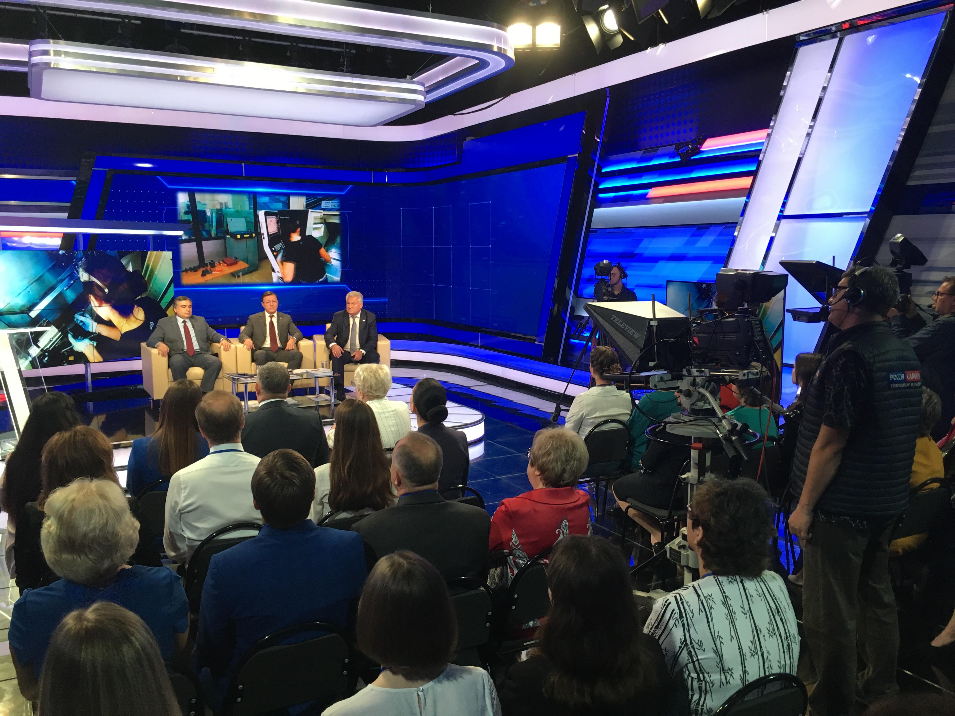 Дмитрий Азаров принял участие в августовской педагогической конференции