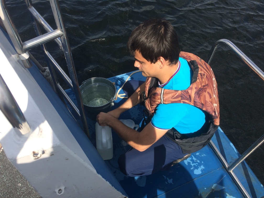 Воду Волги в окрестностях Тольятти проверяют на токсичность