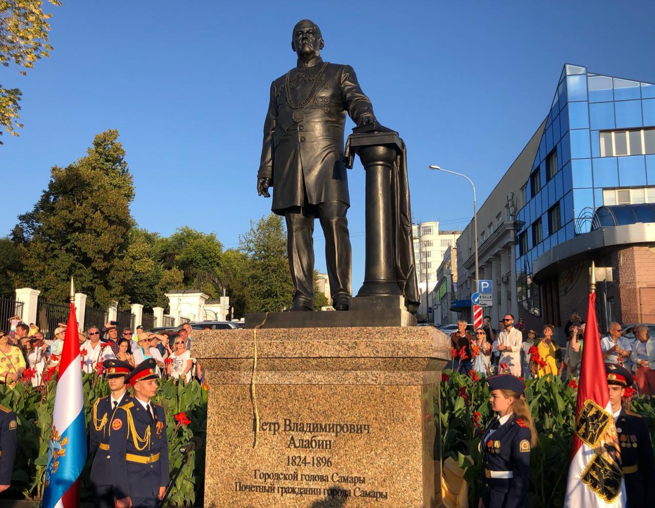 В Самаре к 195-летию Петра Алабина открыли памятник в его честь