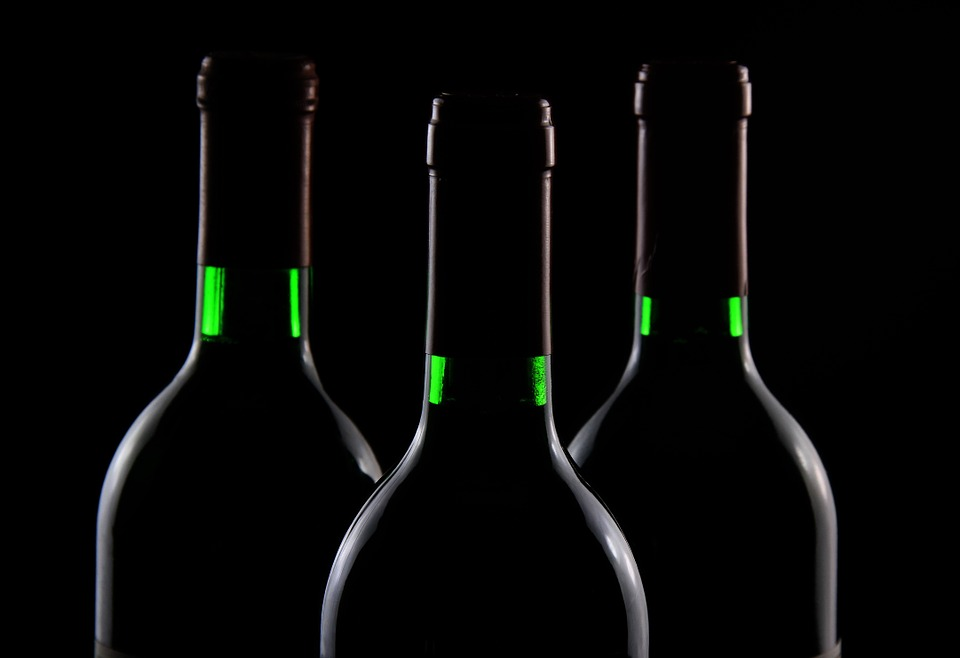 Стеклянная бутылка разлагается 1000 лет: Как правильно выбрасывать стекло