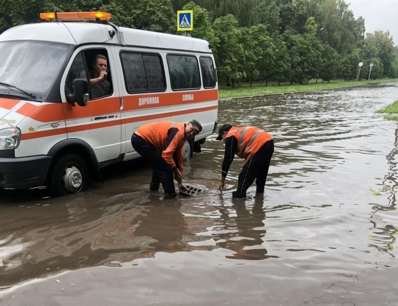 На улицах Тольятти всю ночь ликвидировали последствия ливня