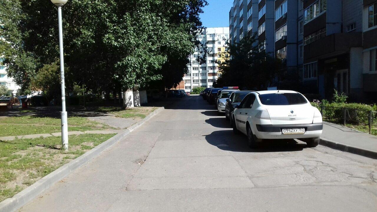 В Тольятти ищут водителя, который сбил пешехода в жилой зоне и уехал