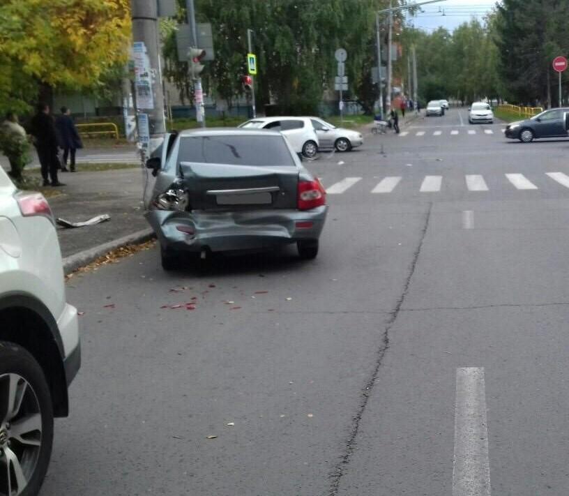 В Тольятти столкнулись три машины. Пострадала женщина