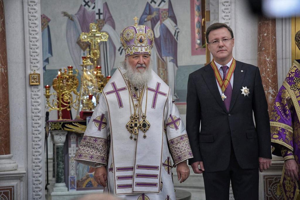 Патриарх Кирилл вручил Дмитрию Азарову орден Святого благоверного князя Даниила Московского