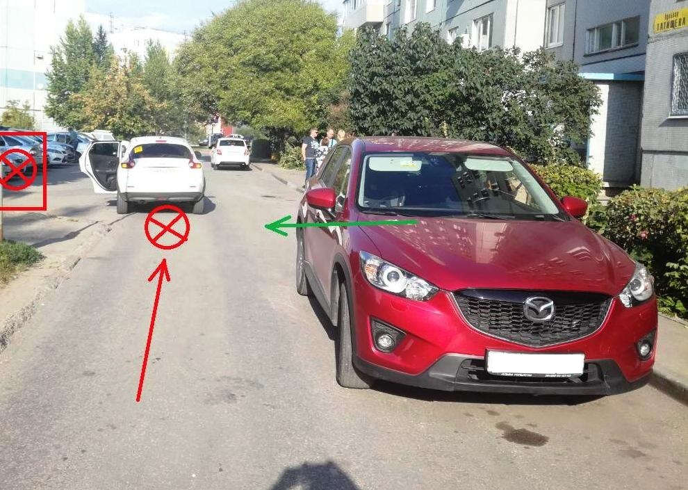 Водители в тольяттинских дворах травмировали двоих детей