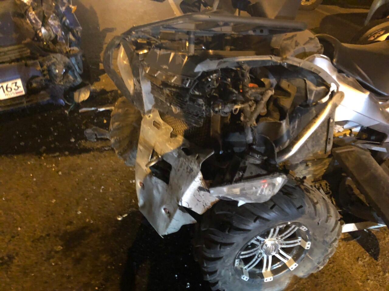 Перелетел через машину: В Тольятти квадроциклист врезался в «Ладу» и маршрутку