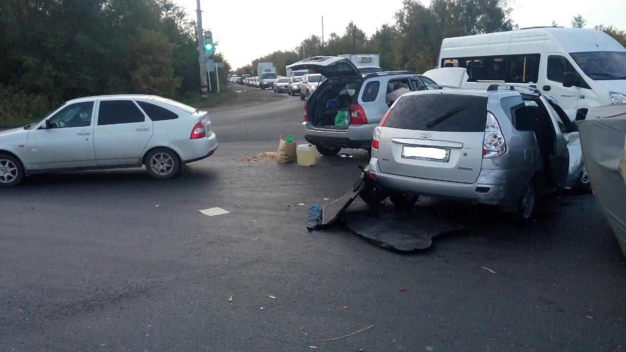 В Тольятти из-за аварии трех авто образовалась серьезная пробка на Обводном шоссе