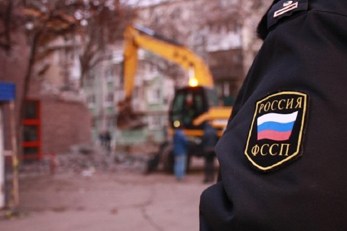 В Тольятти администрация и приставы снесли незаконную автостоянку