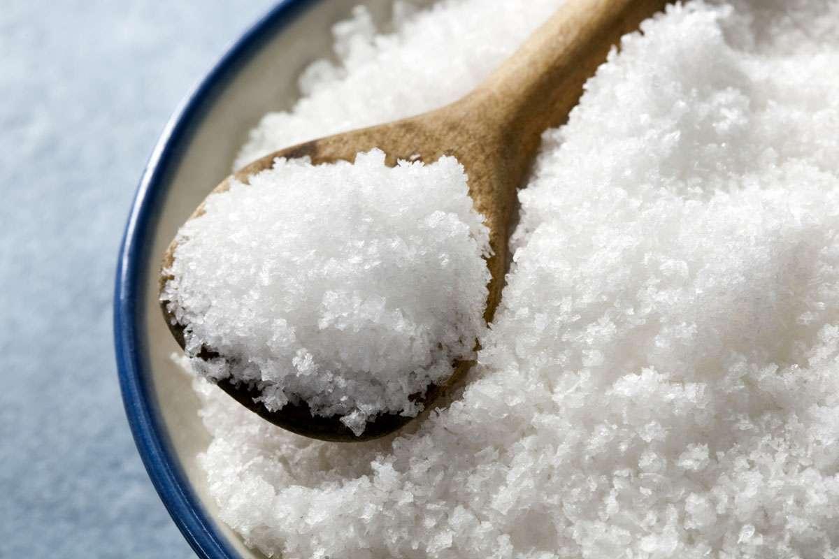 Врачи назвали вредное для здоровья количество соли