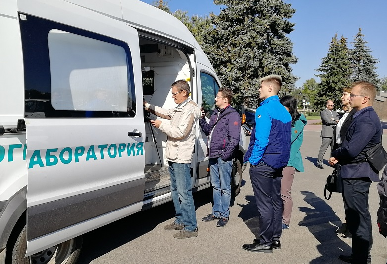 Дмитрий Азаров поможет купить эколабораторию для Тольятти