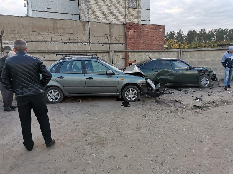В Тольятти «Опель» протаранил забор «Ладой»