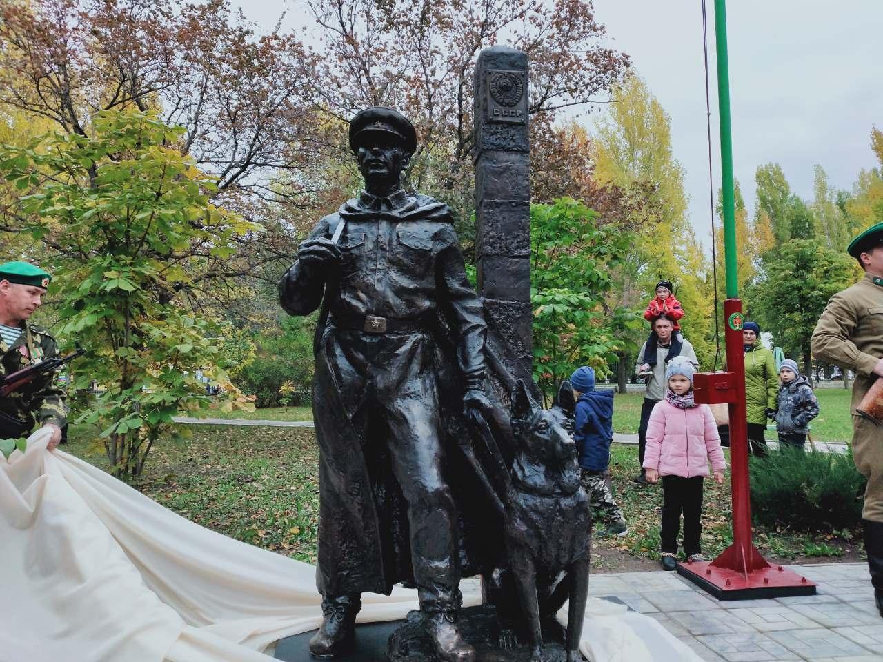 В Тольятти открыли памятник пограничникам