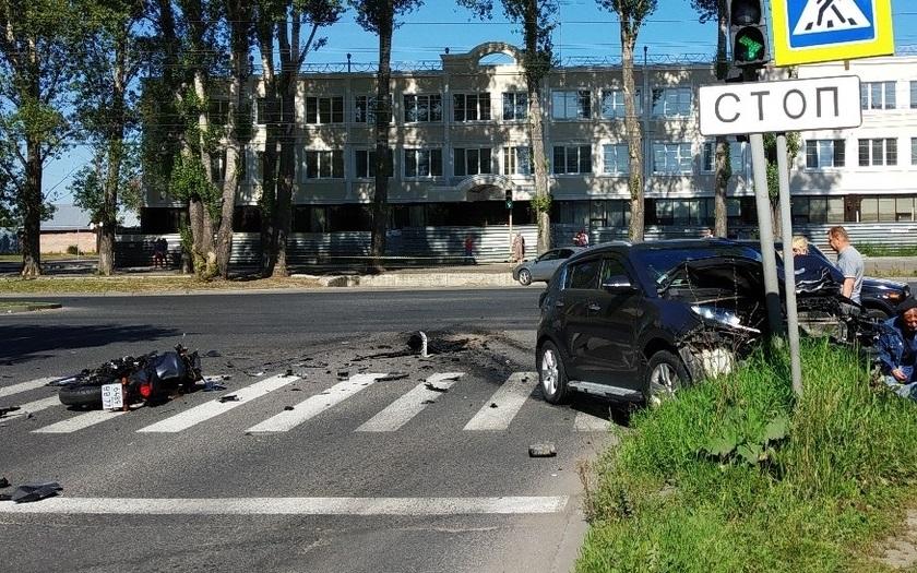 Жесткий кульбит: Авария мотоциклиста и иномарки в Тольятти попала на видео