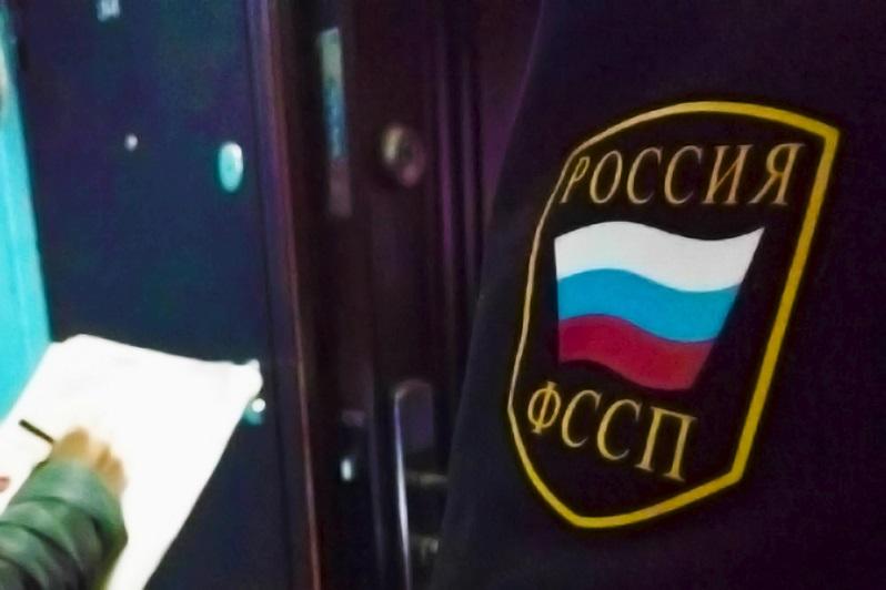 Хитрая жена: В Самарской области мужчин обратился к приставам, чтобы попасть в свой дом