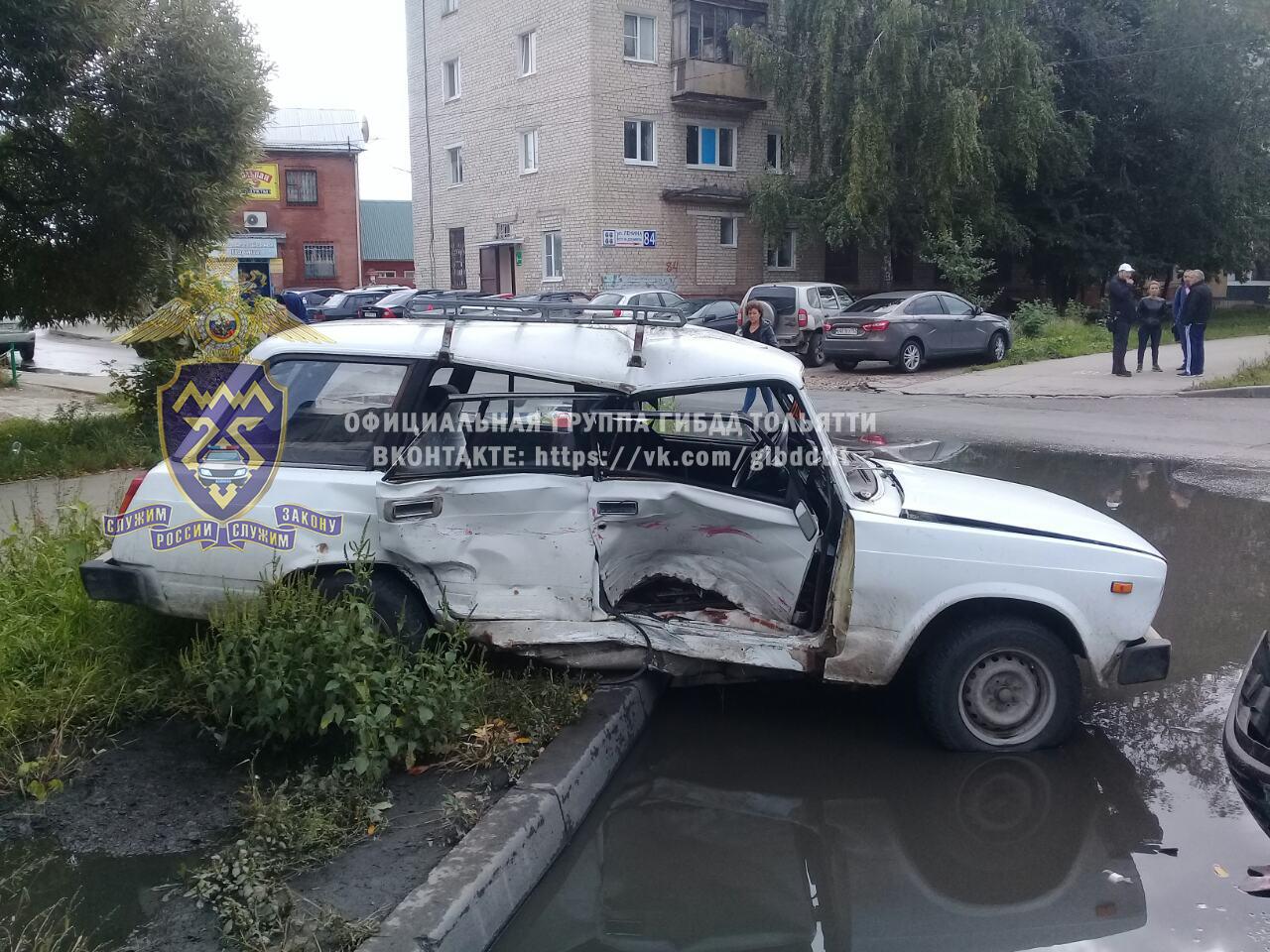 В Тольятти «Лада» протаранила ВАЗовскую «классику». Пострадал ребенок