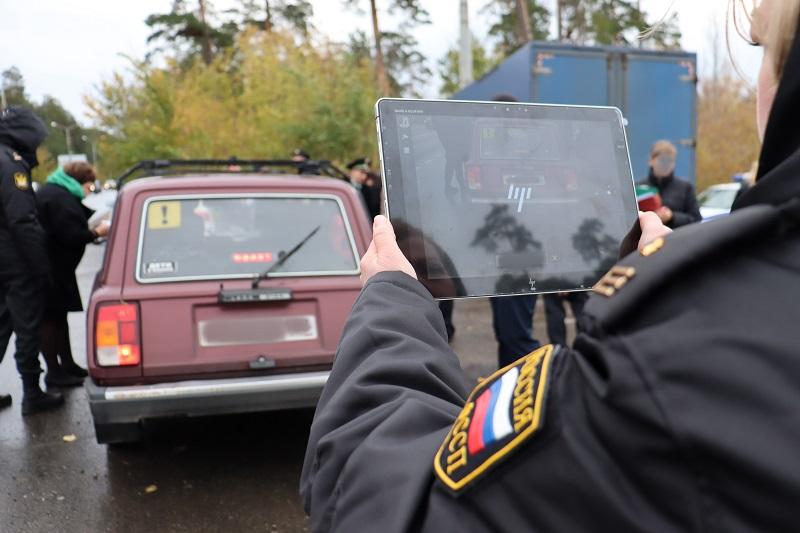 Сканирует на ходу: В Тольятти приставы и ГИБДД находят должников в потоке машин