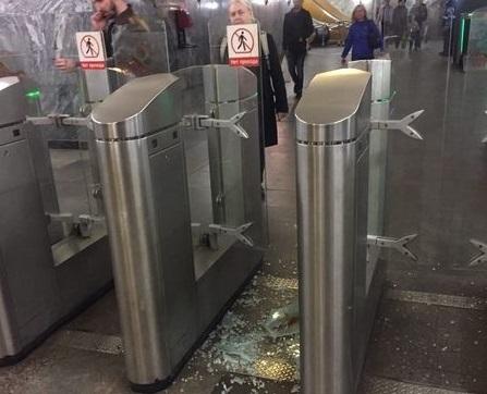 В Самарской области безбилетник выломал ногами турникет