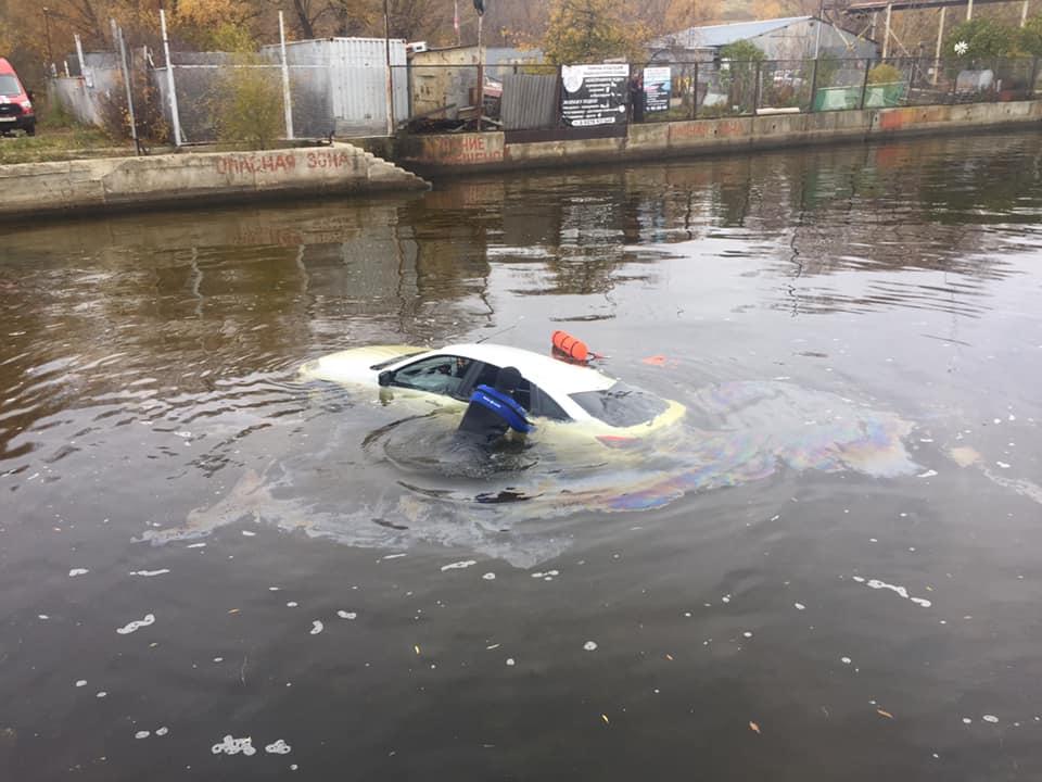 Прислала прощальное сообщение: У погибшей в затонувшей машине женщины остались малолетние дети