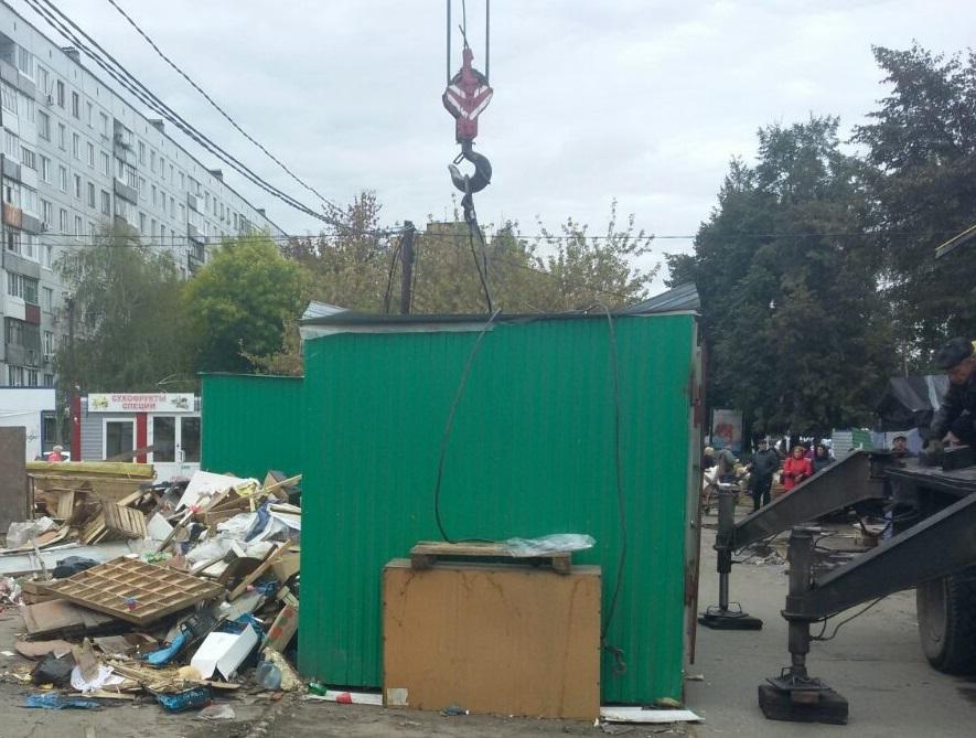 С улиц Тольятти убрали 13 незаконных торговых объектов