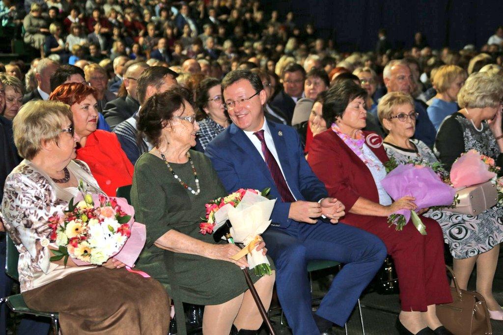 Губернатор поздравил педагогов Самарской области с Днем учителя