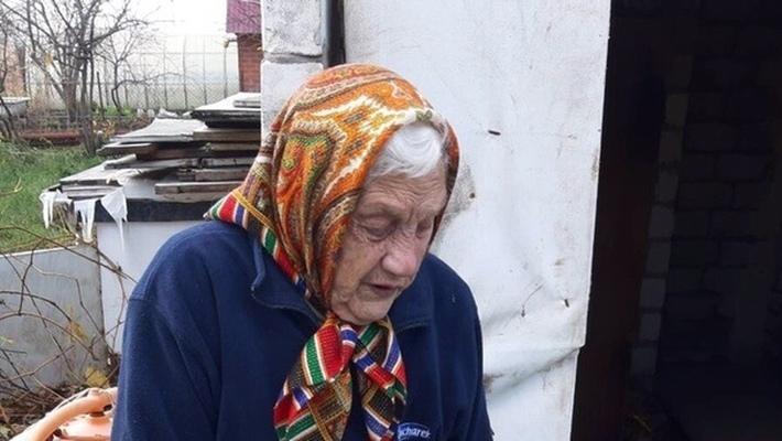 94-летнюю бабушку, жившую в курятнике, разместили в социальном приюте