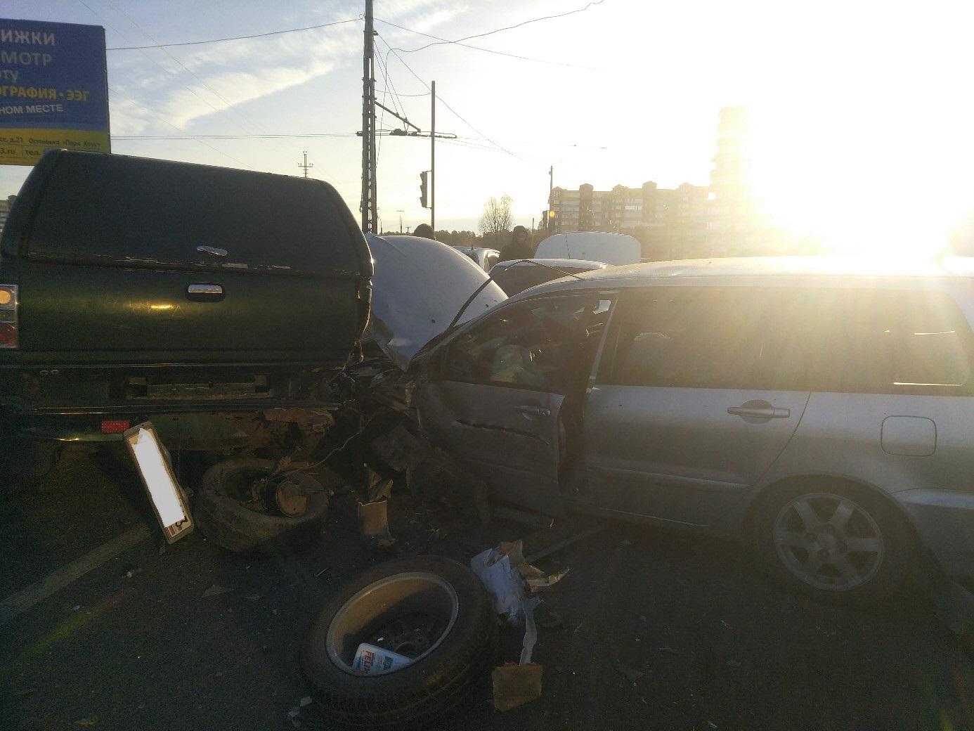 Ослепило солнце: В Тольятти массовая авария с 8 машинами