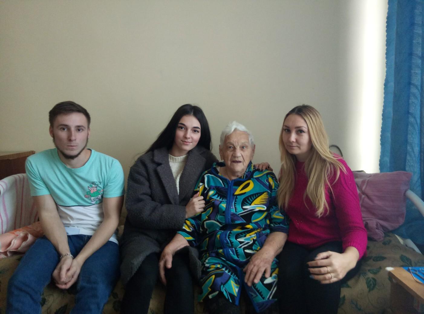Тольяттинцы помогают 94-летней пенсионерке, жившей в курятнике