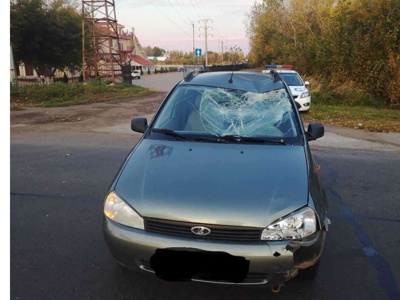 Нарушил правила: В Тольятти пешеход разбил собой лобовое стекло машины