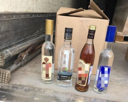 У тольяттинца в гараже нашли 6 тысяч литров поддельного алкоголя для продажи