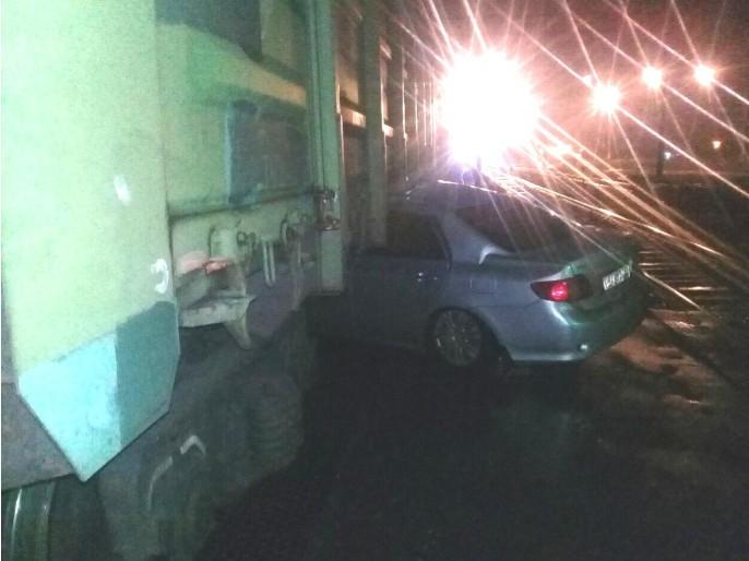 В Тольятти иномарка врезалась в поезд