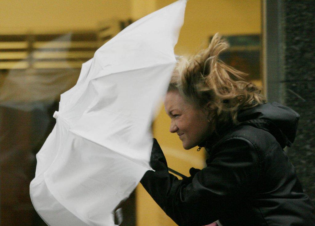 Тольяттинцев предупреждают об усилении ветра