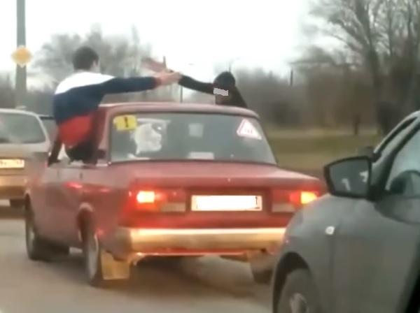 В Тольятти упавшая в Волгу машина с молодежью перед этим попала на видео