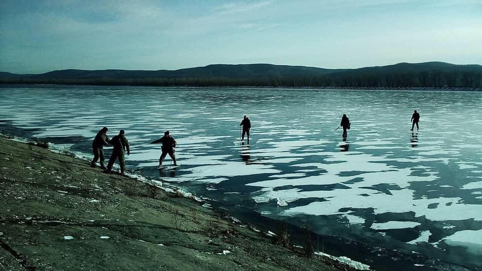 В Тольятти спасали рыбаков на отколовшейся льдине