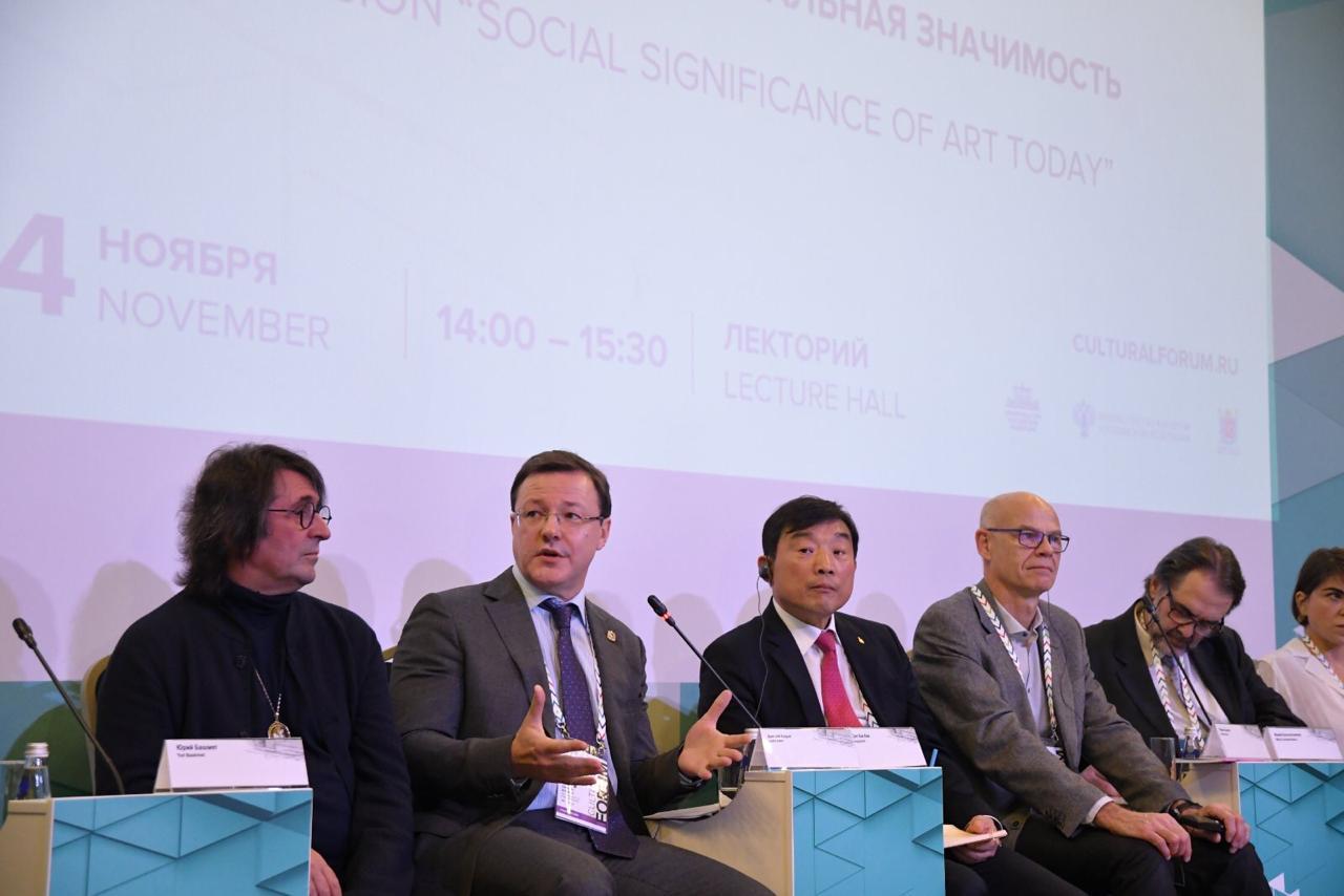 Азаров представил уникальный опыт Самарской области на международном культурном форуме в Питере