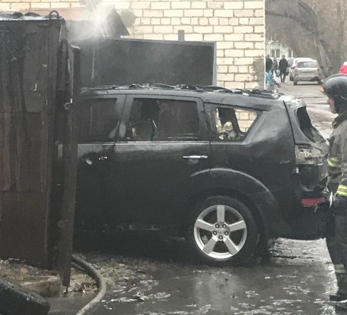 В Тольятти сгорели иномарка и гараж