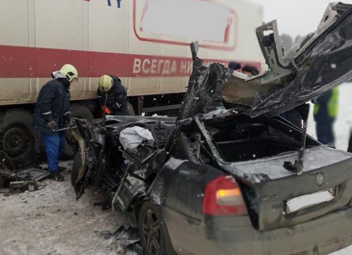 Под Тольятти водитель иномарки врезался в аварию и потерял сознание