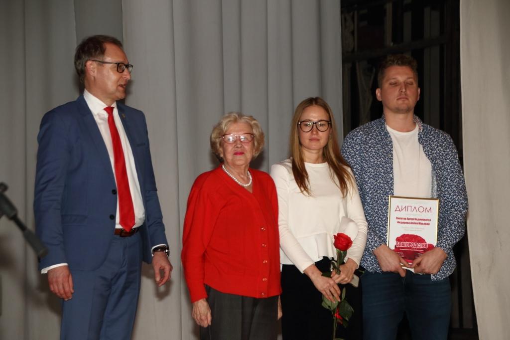 Тольяттинцев наградили за сбор помощи пострадавшим от наводнения в Тулуне