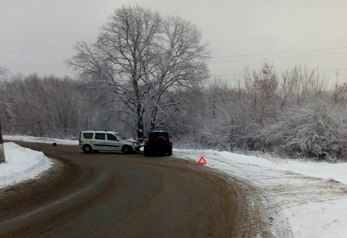 Под Тольятти два водителя пострадали в лобовом столкновении