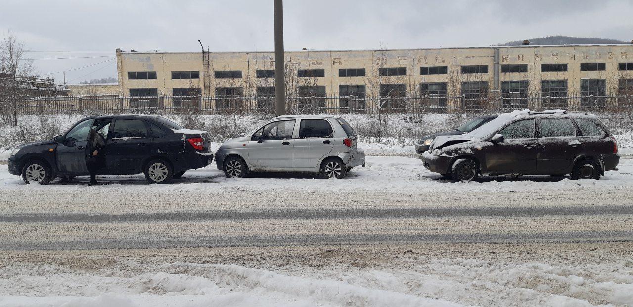 Под Тольятти в тройном ДТП пострадала женщина