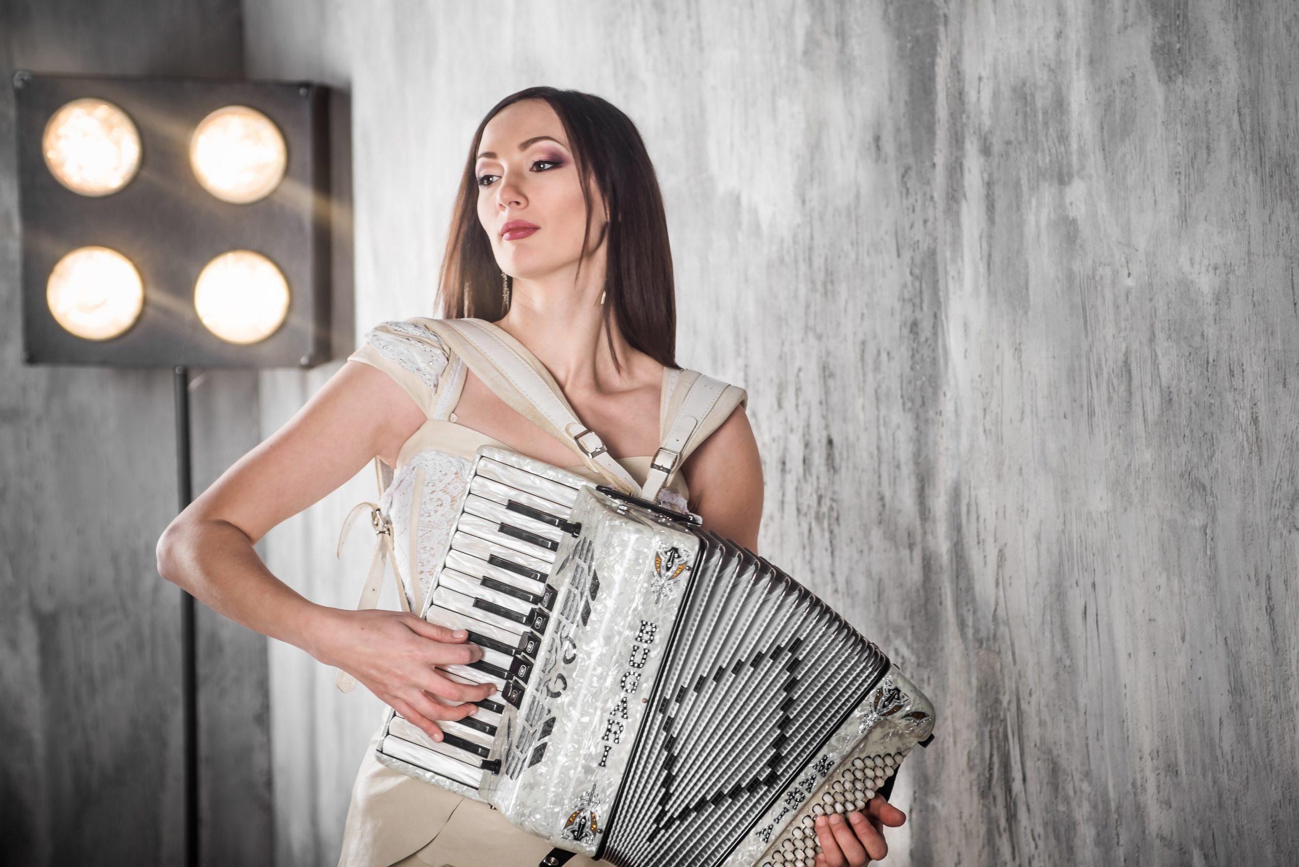 Титулованная аккордеонистка выступит в Тольятти