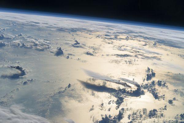 Северный магнитный полюс движется в Россию