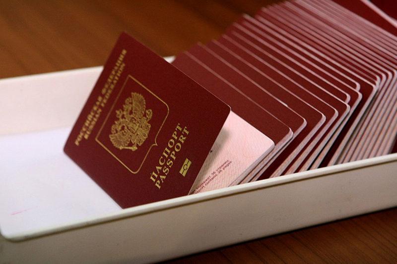 Тольяттинцам начнут выдавать загранпаспорта нового поколения